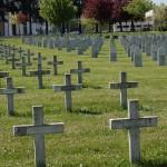Dans la paix d'un cimetière militaire…